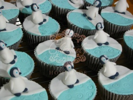 Mumble from Happy Feet cupcakes