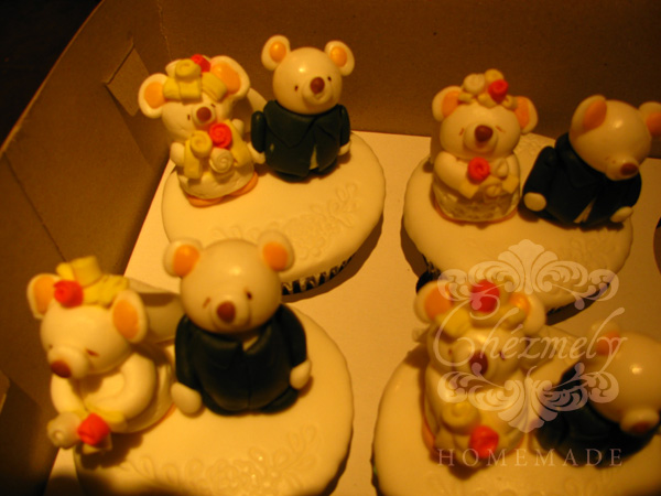 Teddy Bear Couple Wedding Cupcakes