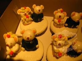 Teddy Bear Couple Wedding Cupcakes